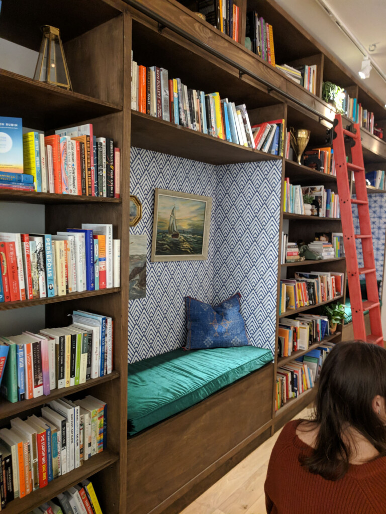 Image of reading nook and bookshelf in the lululemon store